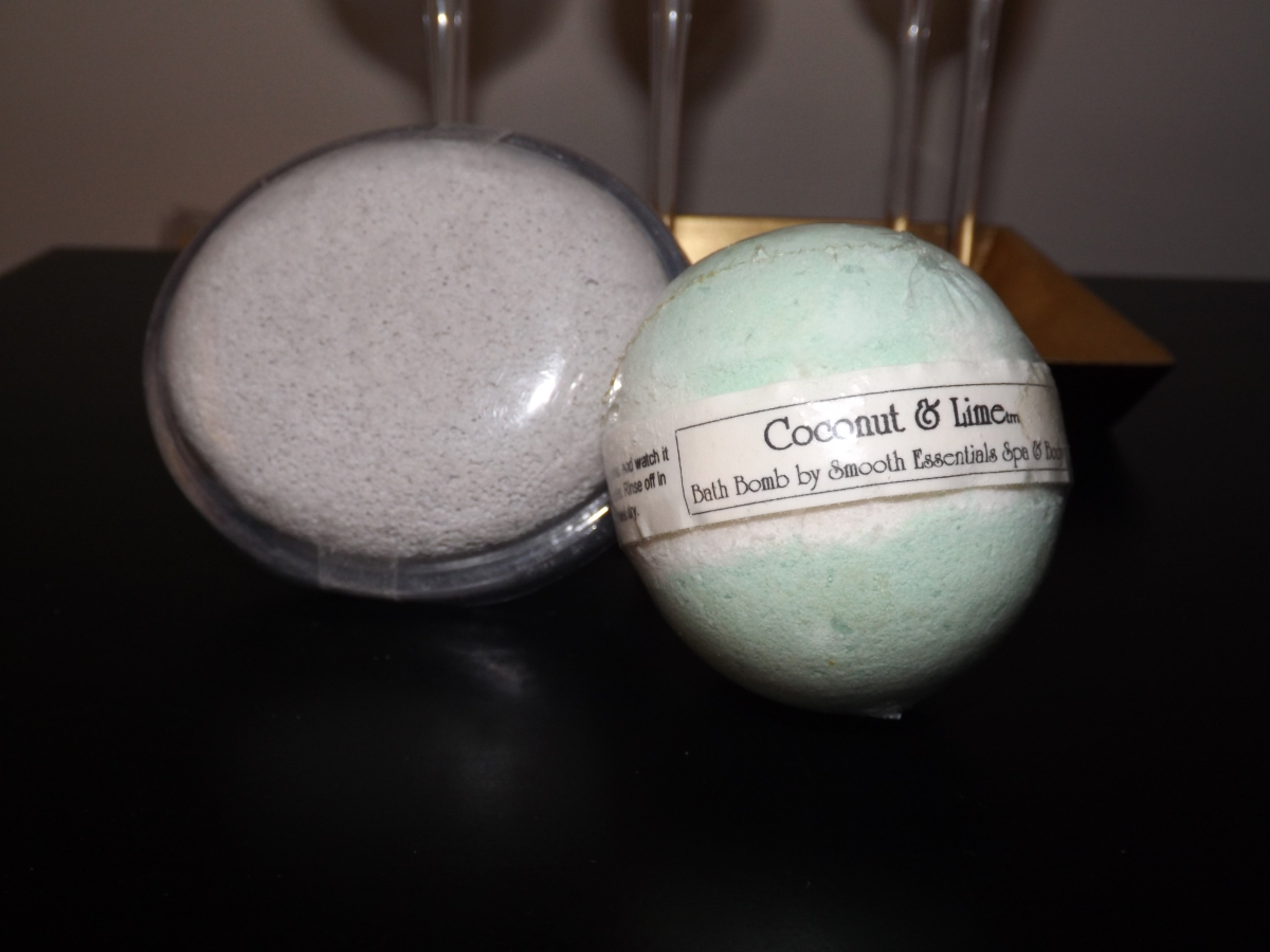 Smooth Essentials Coconut & Lime Pumice Stone & Bath Bomb